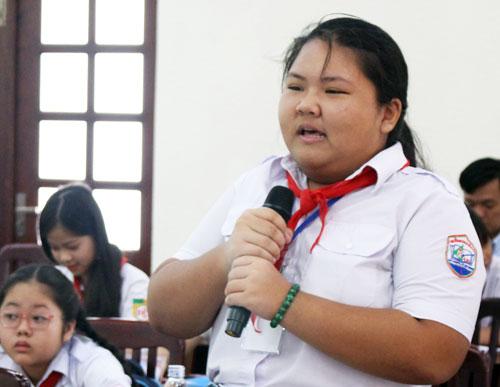 Phạm Thị TuyếtNhi phát biểu tại Hội đồng Trẻ em TP HCM. Ảnh: YếnNhi.