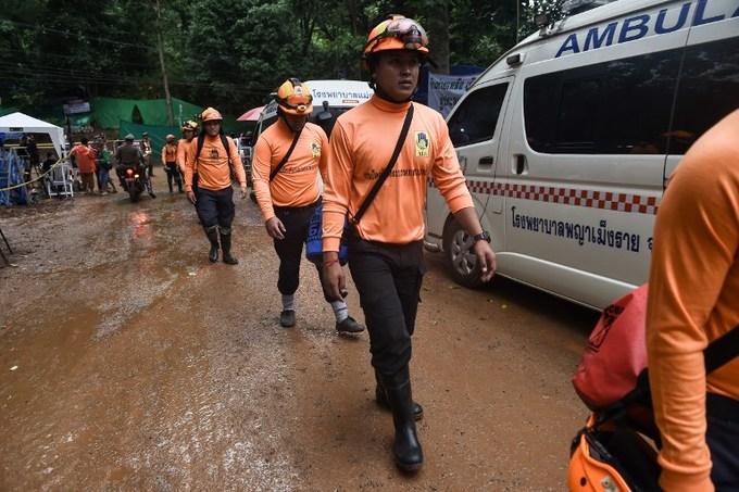Cuộc giải cứu 4 thành viên đầu tiên của đội bóng nhí Thái Lan