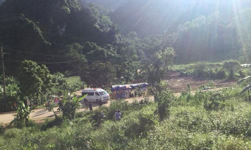 Xe cứu thương rời khỏi hiện trường ở hang Tham Luang. Ảnh: Twitter.