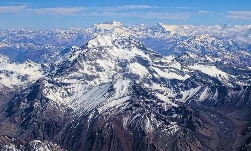 Đỉnh núi cao nhất châu Mỹ nằm ở quốc gia nào?