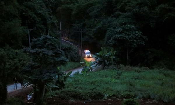 Xe cứu thương được cho là chở một bé trai được giải cứu rời khu vực hang. Ảnh: AFP.