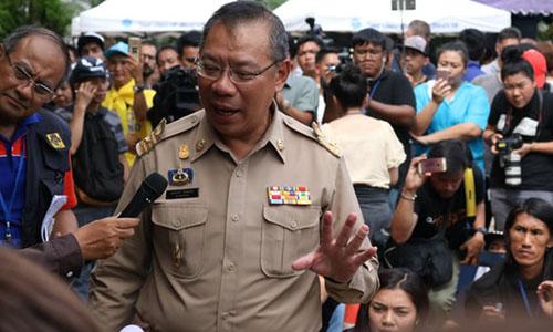Người đứng đầu chiến dịch giải cứu Narongsak Osatanakorn phát biểu tại cuộc họp báo chiều nay. Ảnh: Guardian.