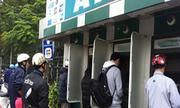 Sinh viên mất 30 nghìn phí ATM má»i thÃÂ¡ng