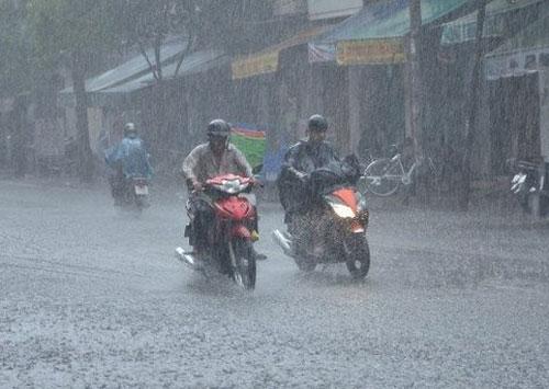 Những cơn mưa sau đợt nắng nóng luôn được người dân mong đợi. Ảnh: NT.