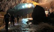 Elon Musk vào hang Tham Luang khi mang tàu ngầm mini tới Thái Lan