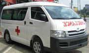 Ý nghĩa may mắn của chữ 'Ambulance' viết ngược trên xe cứu thương