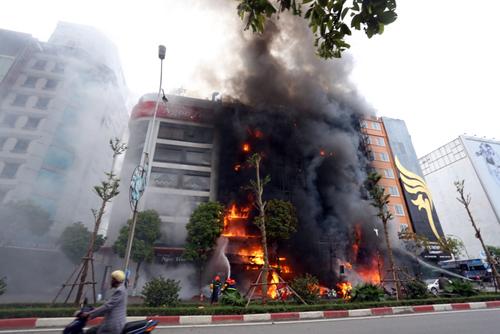 Vụ cháy quán karaoke 68 Trần Thái Tông làm 13 người chết được các đại biểu dẫn chứng cho những bất cập trong PCCC. Ảnh: Bá Đô.