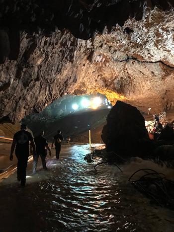 Hình ảnh bên trong hang Tham Luang do Musk chia sẻ. Ảnh: EIon Musk