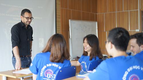 Môi trường học tập đa văn hóa tại USTH, tiền đề để sinh viên thích nghi nhanh khi thực tập tại nước ngoài.