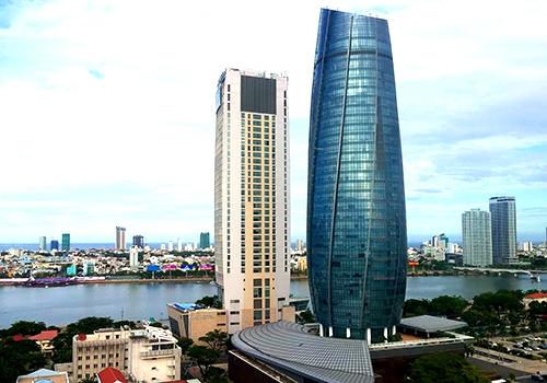 Trung tâm hành chính Đà Nẵng (toà nhà hình tròn) nơi 1.600 công chức thành phố làm việc. Ảnh: Nguyễn Đông.