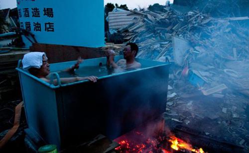 Cách tắm nước nóng giữa mùa đông giá rét.