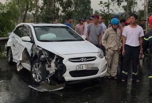 Chiếc xe biển Thanh Hóa trong vụ tai nạn.