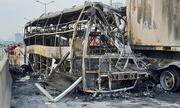 Ôtô khách cháy rụi ở đường trên cao, một người thiệt mạng