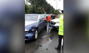 Ôtô bình dân đâm móp đầu xe Rolls-Royce, thiệt hại 135.000 USD