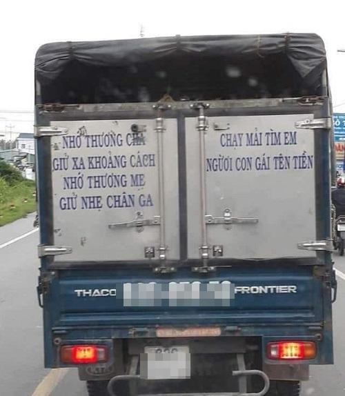Khẩu hiệu an toàn giao thông chất nhất Việt Nam.