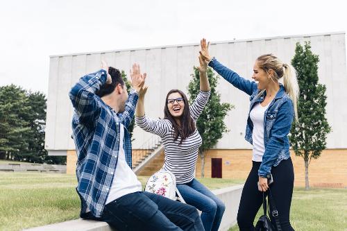 Sinh viên du học tại Mỹ và Canada có cơ hội tiếp cận với nền giáo dục hiện đại.