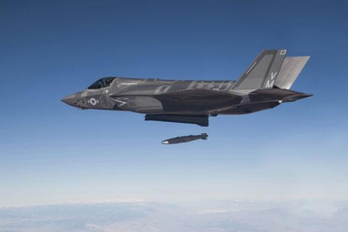 Tiêm kích F-35 thử nghiệm ném bom dẫn đường bằng laser. Ảnh: USAF.