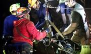 Thế giới ngày 12/7: Đội bóng nhí Thái không tự lặn mà nằm trên cáng trong quá trình giải cứu