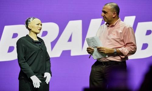 Robot Sophia sẵn sàng trả lời nhiều câu hỏi khó. Ảnh: Live Science.