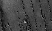 Phát hiện hàng trăm đụn cát hình lưỡi liềm trên sao Hỏa