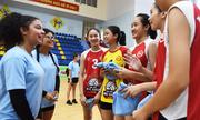 Đội bóng chuyền nữ Mỹ giao hữu với đội trẻ Hà Nội
