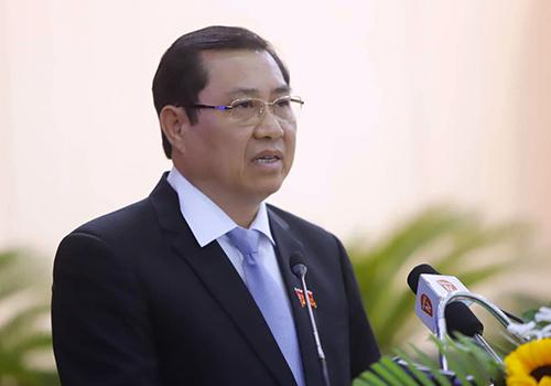 Chủ tịch Đà Nẵng Huỳnh Đức Thơ tiếp thu và giải trình nhiều vấn đề tại kỳ họp. Ảnh: Nguyễn Đông.