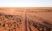 Hàng rào dài nhất thế giới phân đôi sa mạc Australia
