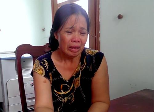 Bà Liên khóc tại cơ quan điều tra. Ảnh:C.A