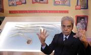 Người đàn ông Ấn Độ từ giã bộ móng tay dài hơn 9 mét