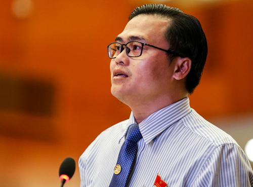 Đại biểu Cao Thanh Bình đặt câu hỏi về vấn đề vườn ươm khởi nghiệp. Ảnh: Thành Nguyễn