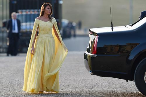 Chiếc váy của bà Melania đến từthương hiệu Pháp J. Mendel
