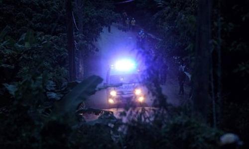 Xe cứu thương chở một trong những cậu bé được giải cứu khỏi hang Tham Luang. Ảnh: Fairfax.