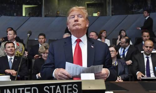 Tổng thống Donald Trump tham dự cuộc họp của Hội đồng Bắc Đại Tây Dương trong hội nghị thượng đỉnh NATO tại Brussels hôm 11/7. Ảnh: AP.