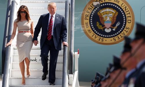 Trump và vợ đến Anh ngày 15/7. Ảnh: Reuters.