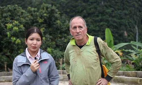Nhà thám hiểm hang động người Anh Vern Unsworth (bên phải) sống tại tỉnh Chiang Rai và từng khám phá hang Tham Luang. Ảnh: BBC.