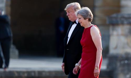 Tổng thống Mỹ Donald Trump (trái) và Thủ tướng Anh Theresa May. Ảnh: Guardian.