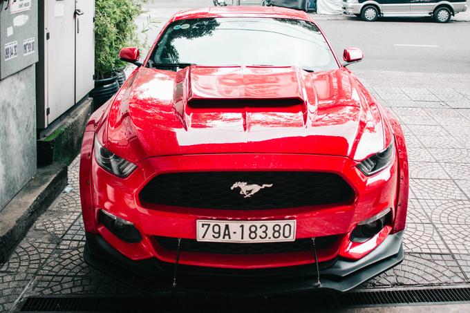 Ford Mustang độ thân rộng của dân chơi Nha Trang