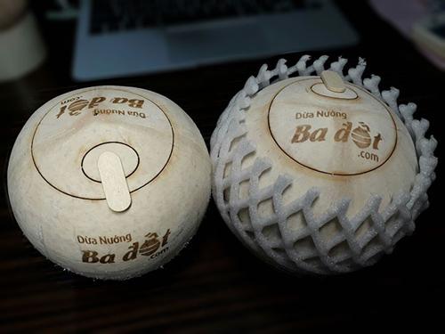 Trái dừa nướng chỉ cần bật nắp có thể uống và lột cơm dễ dàng. Ảnh: duanuongbadot.com