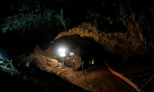Các binh sĩ còn lại trong hang Tham Luang sau khi toàn bộ đội Lợn Hoang và huấn luyện viên được giải cứu thành công. Ảnh: Reuters.