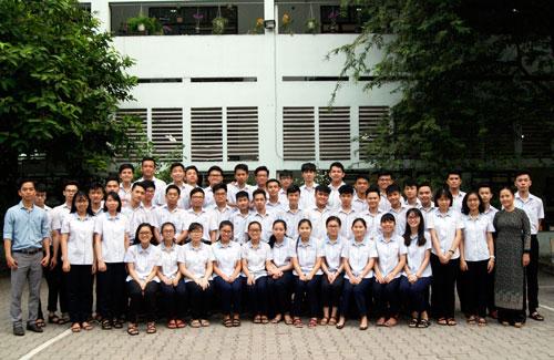 Tập thể lớp 12C2 trường THCS - THPT Nguyễn Khuyến. Ảnh: Nhân vật cung cấp.