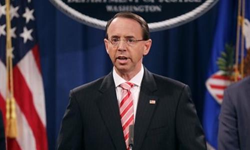 Thứ trưởng Tư pháp Rod Rosenstein ngày 13/7 phát biểu trước báo chí. Ảnh: AFP.