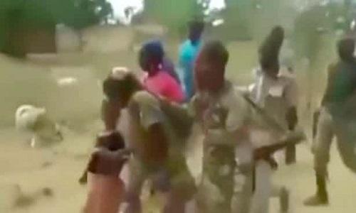 Hình ảnh trong video xuất hiện trên mạng xã hội Cameroon. Ảnh: Guardian.
