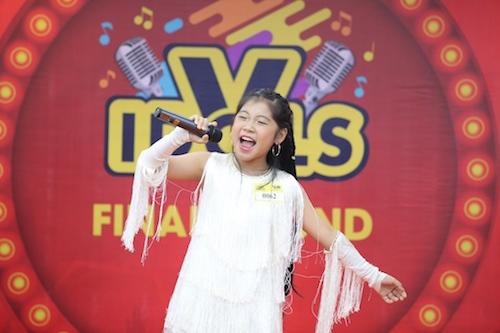 Ngôi sao của Thử tài siêu nhí, Gương mặt thân quen nhí - em Nguyễn Võ Ngọc Giàu thi đấu ở bảng Kids - tự tin thể hiện ca khúc Nobody từng gây bão một thời.