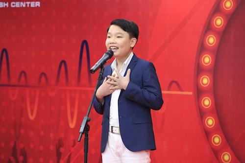 Ở bảng Teens, bạn Lê Ngọc Thanh mang đến ca khúc I Will Always Love You với giọng ca đầy cảm xúc.