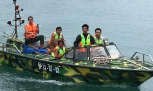 Cứu vớt 7 ngư dân bị lật thuyền trên biển Côn Đảo