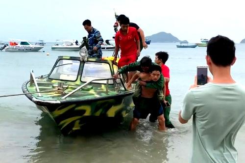 Thời tiết trên vùng biển Côn Đảo bất lợi cho việc tìm kiếm 2 ngư dân đang mất tích. Ảnh: Quang Bình