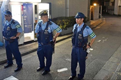 Cảnh sát Nhật tại hiện trường phát hiện 5 thi thể ở quận Edogawa, Tokyo. Ảnh: Kyodo News.