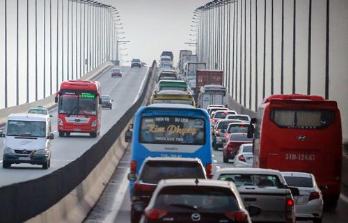 Cầu Long Thành hiện có 2 làn xe, không có làn dừng khẩn cấp và là khu vực thường xảy ra ùn tắc. Ảnh:Thành Nguyễn.