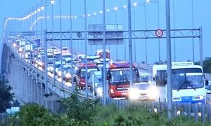Quá tải, cao tốc Long Thành - Dầu Giây khuyến cáo ôtô đi đường khác