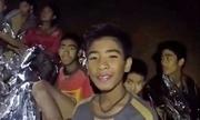Đội bóng nhí Thái đã đào bùn bằng tay để tránh nước lũ trong hang